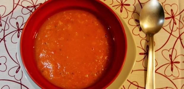 256. Sopa de tomate picante